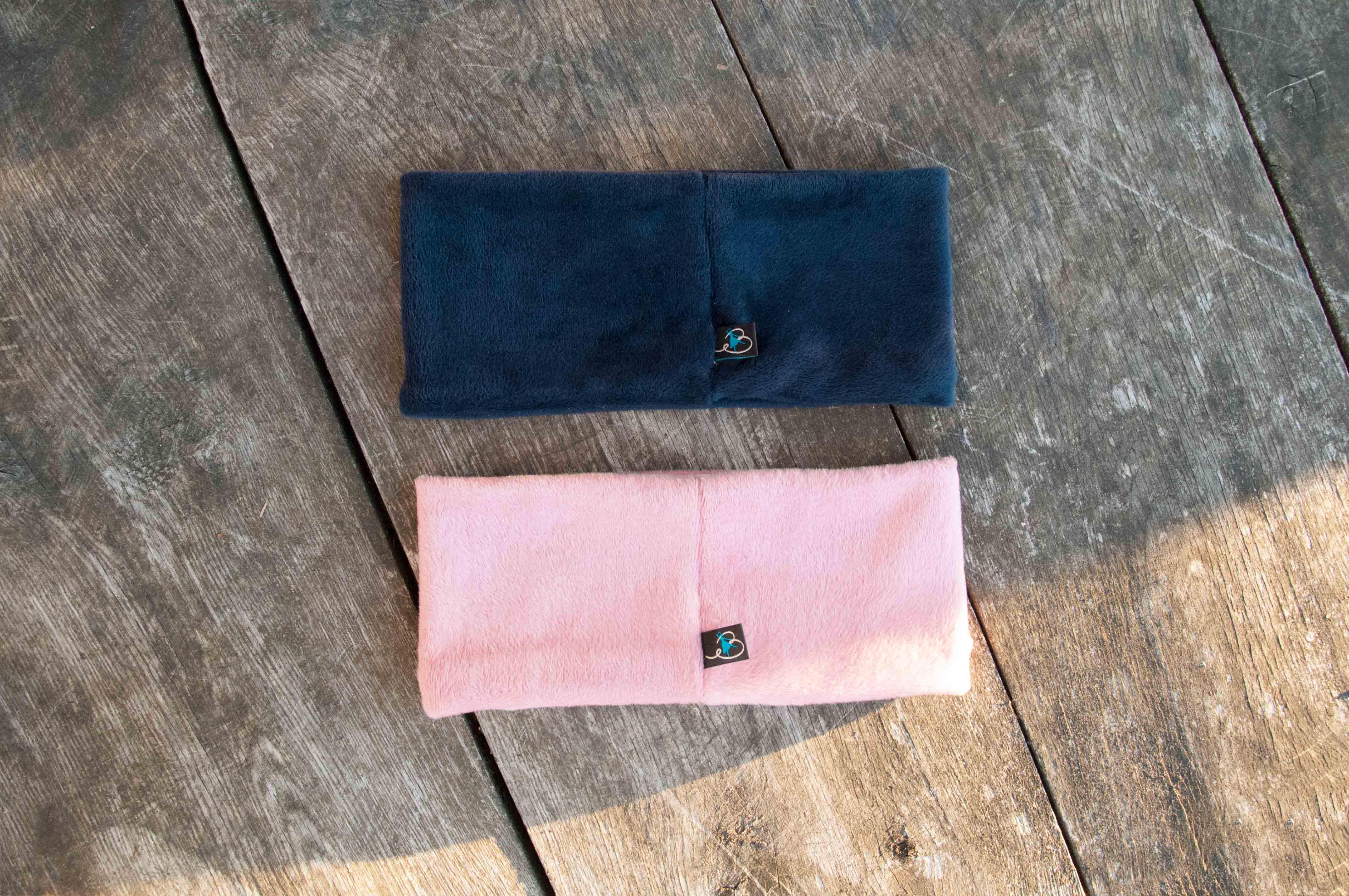 Es gibt den Banderella Traumschal in zwei neuen Farben: Rosa und Dunkelblau
